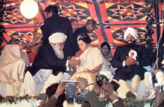 Sant Kirpal Singh and Mrs. Indira Gandhi, Prime Minister of India, 5 February, 1974
